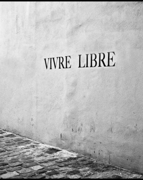 vivre | RÜS COLLECTIVE