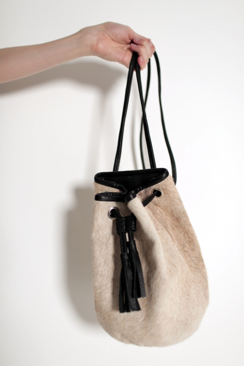 BLONDE COWHIDE BUCKET BAG |RÜS COLLECTIVE